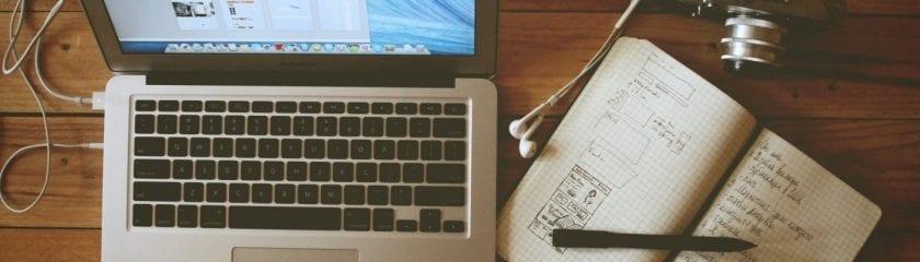 mac-notebook-pen-stationary-desk