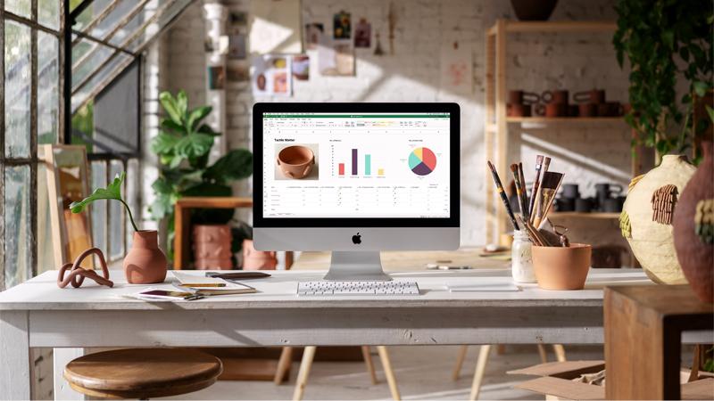 iMac Apple Desktop in a home office